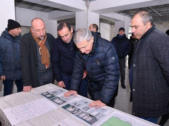 Академию футбола во Владикавказе достроят этим летом