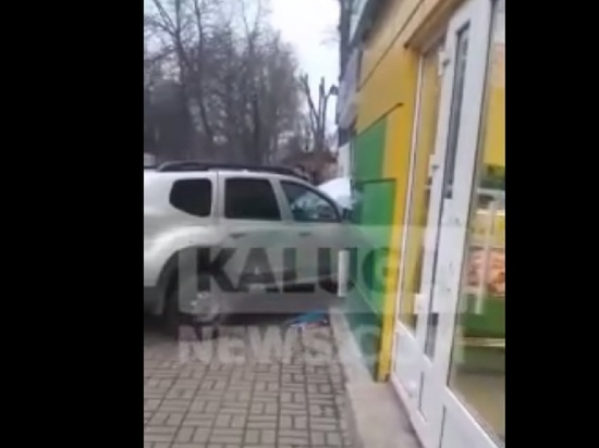 Внедорожник снес торговую палатку в Калуге