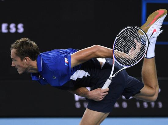 """""""Сумасшедший чувак"""": теннисист Медведев в Австралии доигрался до крови"""