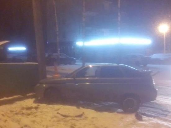 Пьяная ярославна разбила столб и машину
