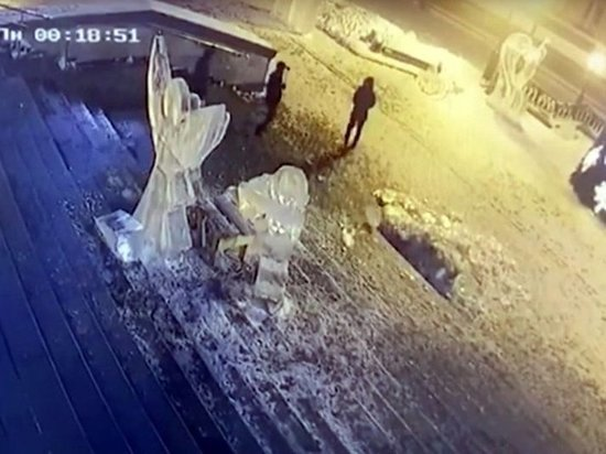 Хулигана, сломавшего ледяную скульптуру, оштрафовали в Ижевске