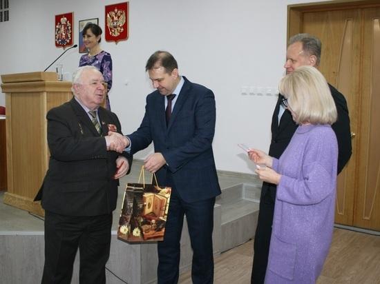 Жители Владимирской области начали получать удостоверения «детей войны»