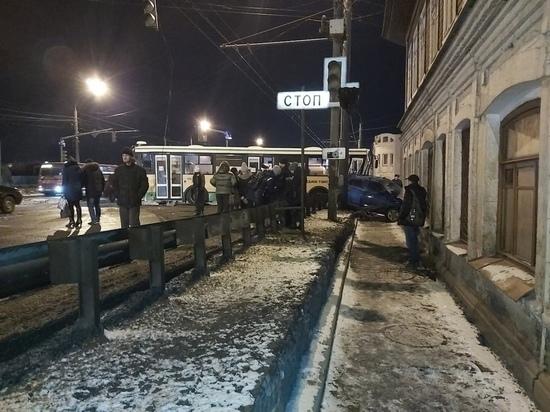 Две крупные аварии заблокировали движение по Московскому проспекту в Ярославле