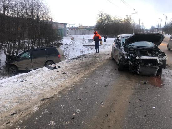В Щекино иномарку в результате ДТП вынесло в кювет