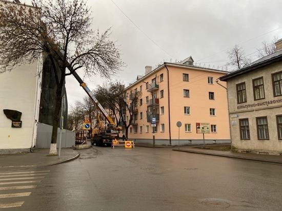 В Пскове перекрыли движение на улице Некрасова