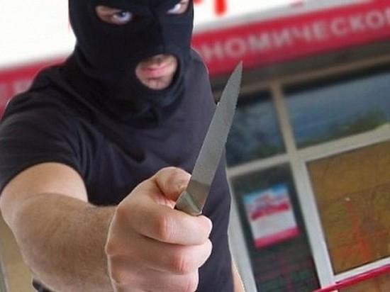 В Твери вооруженный мужчина ограбил магазин