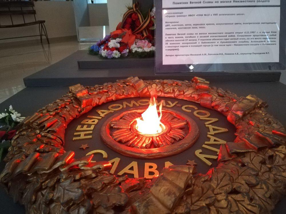 Вечный огонь и памятник солдату: школьники Ноябрьска сделали макеты 75-летию Победы в ВОВ