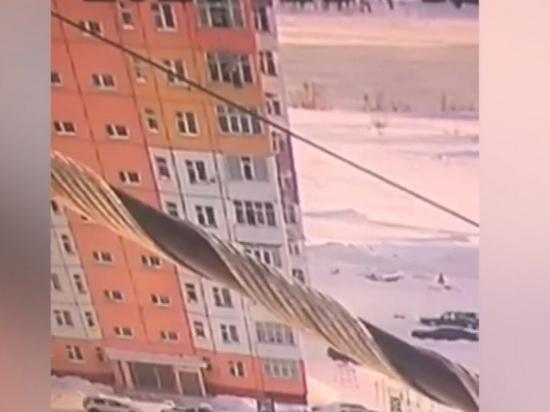 Россиянка выпала с 9-го этажа и самостоятельно ушла