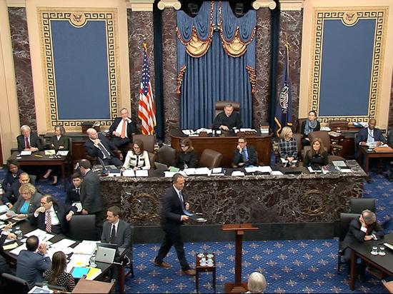 Сенатские слушания по импичменту Трампа начались с громких заявлений