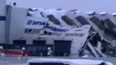 На Кузбассе под тяжестью снега обрушилась крыша заводского цеха