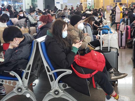 В плену коронавируса: россиянку заблокировали в Ухани
