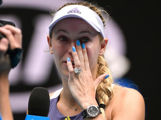 Возняцки завершила карьеру, Серена Уильямс вылетела с турнира