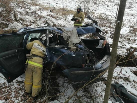 Один погиб, двое пострадали в вылетевшем с моста внедорожнике