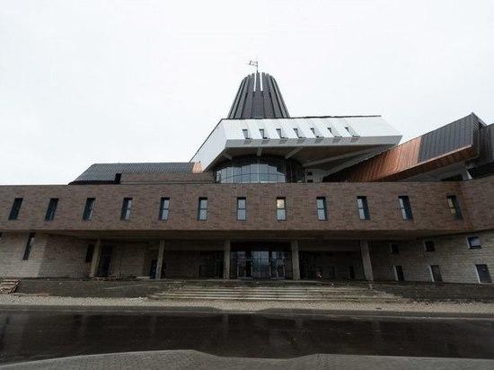 Вице-губернатору показали, как идет ремонт кампуса ПсковГУ