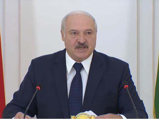 Лукашенко заявил, что Россия поставила Белоруссию «раком»