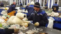 Куда девается московский мусор: видео с сортировочной базы в Подмосковье