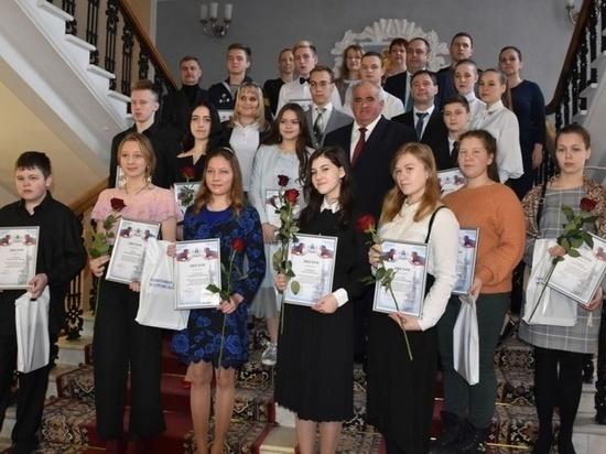 Губернатор Сергей Ситников наградил лучших студентов