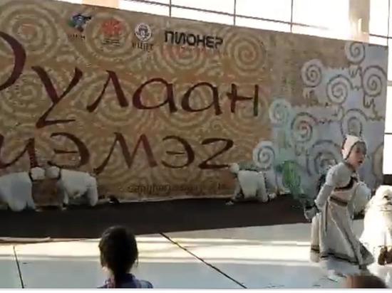 «Матриархат бескультурный»: в Улан-Удэ Хамбо лама высказался по поводу детского танца
