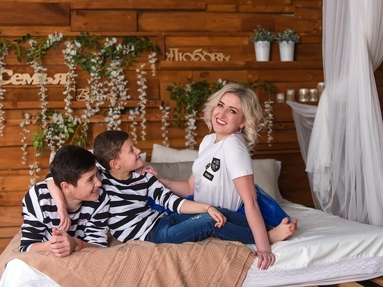 """""""Трогать детей - мерзко"""": калужская модель и ее сыновья подверглись травле"""