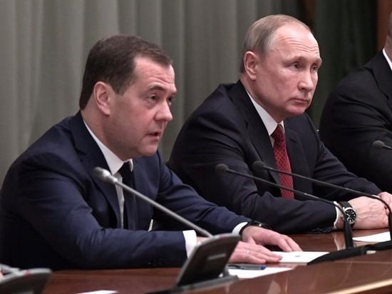 Песков объяснил, почему Медведев подал в отставку