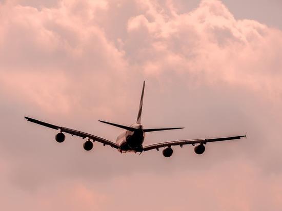 Самолет с пассажирами загорелся в воздухе в Иране