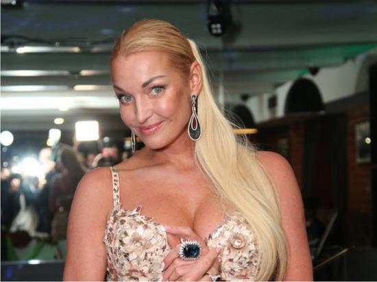 Волочкова рассказала о предстоящей свадьбе: будет семь платьев