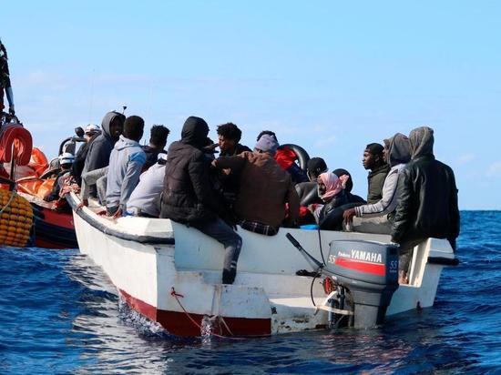 Германия приняла четверть спасенных в море беженцев