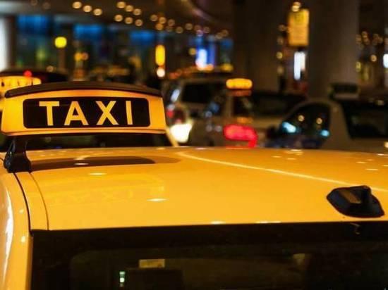 Диспетчер тверского такси отказал клиентке, узнав, что она посетила выставку «Холокост»