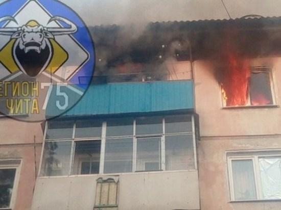 Пожарные эвакуировали жильцов и потушили возгорание квартиры в Чите
