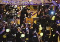 В воскресенье, 26 января, в пригороде Лос-Анджелеса (США) погиб легендарный американский баскетболист Коби Брайант