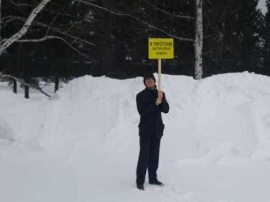 Ученый-активист вновь провел пикет против стройки корпуса АлтГУ в день отчета ректора