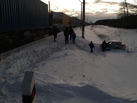 Товарный поезд протаранил «Ладу Гранту» в Чувашии, водитель погиб