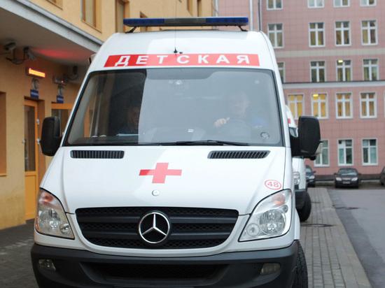 «Доченька, не уходи»: врач пытался спасти умирающего ребенка в школе