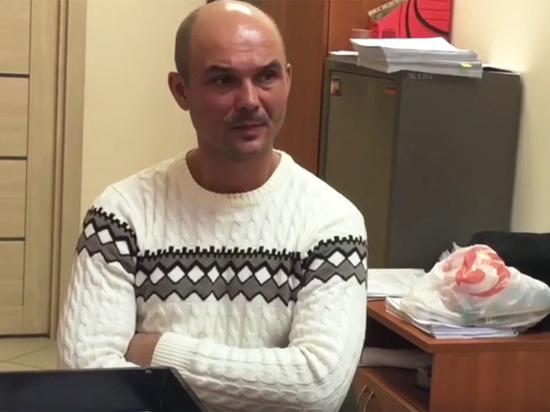 """Отец детей из """"Шереметьево"""": мать угрожала выбросить их в окно"""