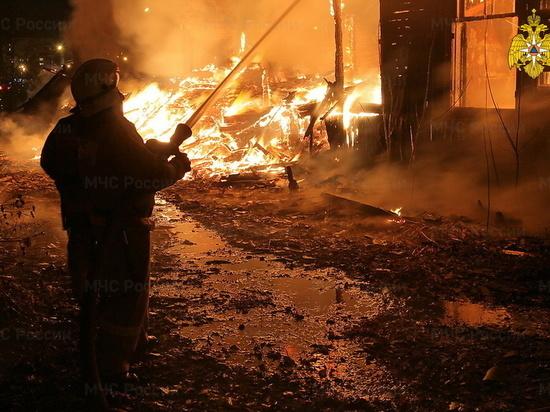 В Сафоново ночью горела сарай