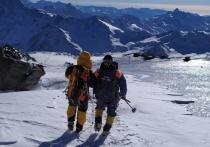 С Эльбруса эвакуировали двух альпинистов из Греции