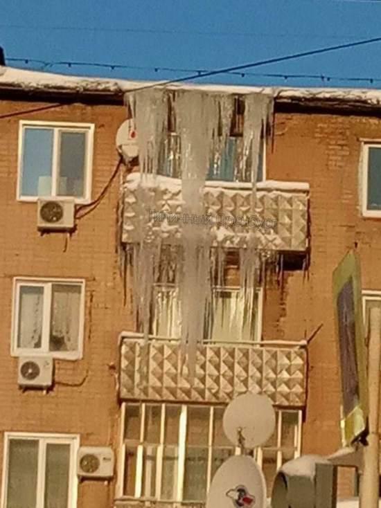 И снова сосульки: оренбуржцы жалуются на сталактиты