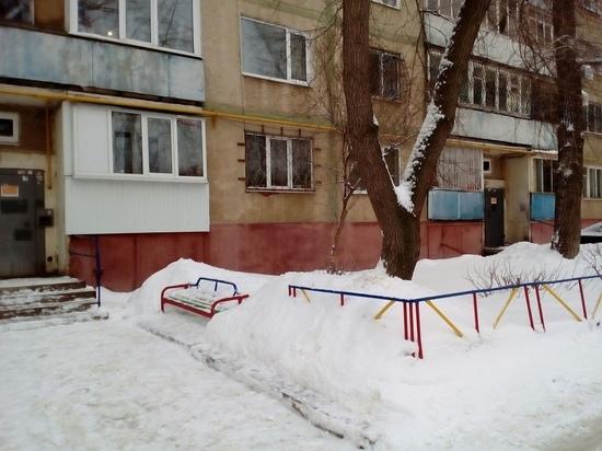 В одном из домов Оренбурга хронически протекает крыша