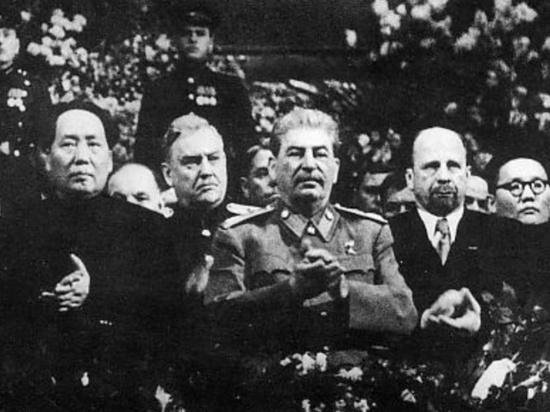 Историк объяснил, откуда Кравчук узнал о встрече Сталина и Гитлера