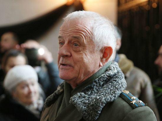 Протоиерея похоронили с молитвой под гимн России и генеральский салют