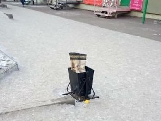 «Скоро появится пафосный бомж»: в Улан-Удэ обсуждают унты в мусорке