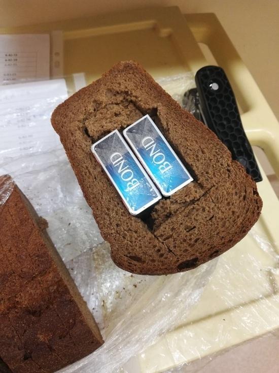 Прокладки, памперсы и хлеб: в чем передают сигареты краснояркам в роддома