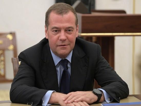 Путин назначил Медведеву зарплату в 617 тысяч рублей