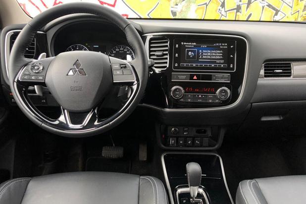 Сравнительный тест-драйв семиместных кроссоверов Mitsubishi Outlander и Mazda CX-9