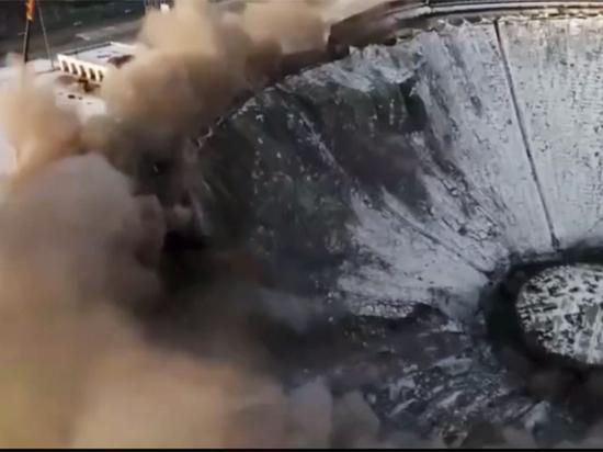 В Петербурге у спортивно-концертного комплекса рухнула крыша