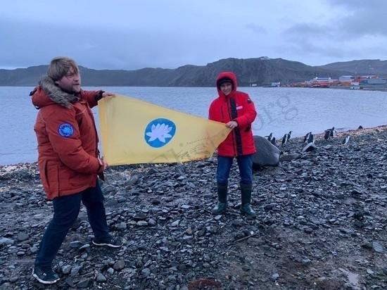 Над Антарктидой поднят калмыцкий флаг