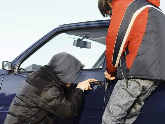 Чебоксарских подростков оштрафовали на 5 тысяч рублей за угон автомобиля