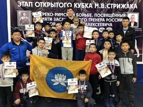 Юные калмыцкие борцы завоевали восемь медалей Кубка