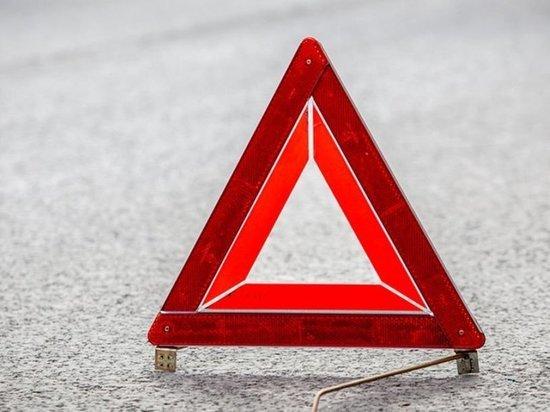 Под Таганрогом водитель «Лада Приора» врезался в припаркованный ВАЗ: есть пострадавший