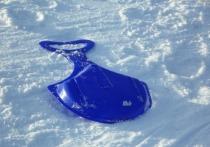 Мальчик получил тяжелые травмы, врезавшись в фонарь на ледянке